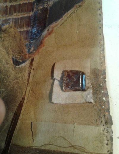 Un sac à main en croco à réparer