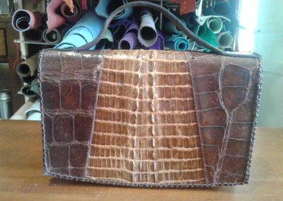 Un sac en alligator entièrement restauré