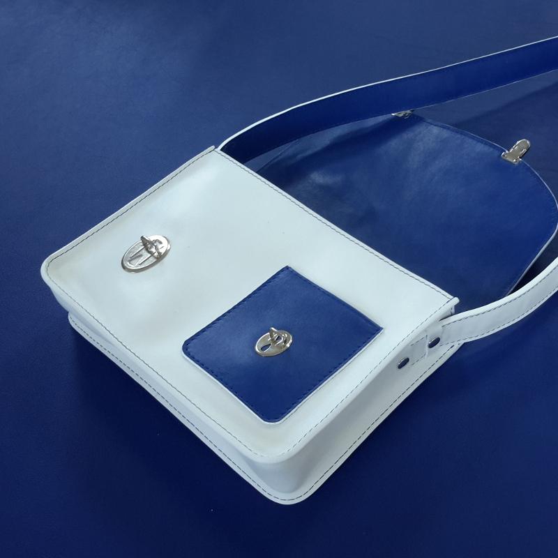 Décalé sac à main cuir blanc et bleu marine intérieur