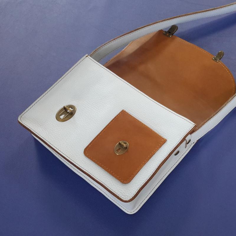 Décalé sac à main cuir bleu ciel et marron interieur