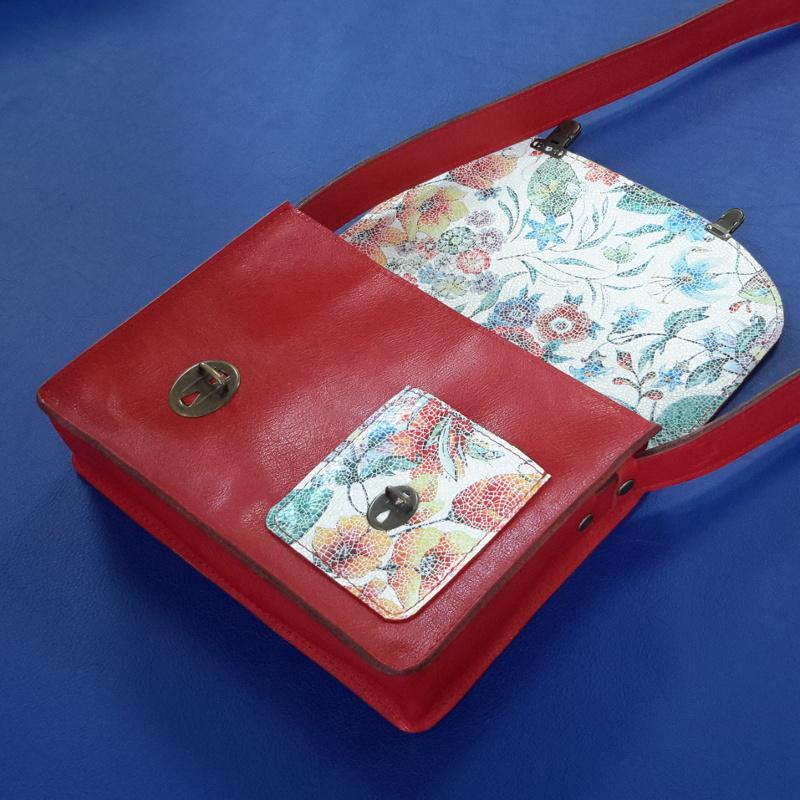 Decalé sac à main cuir rouge et fleurs interieur