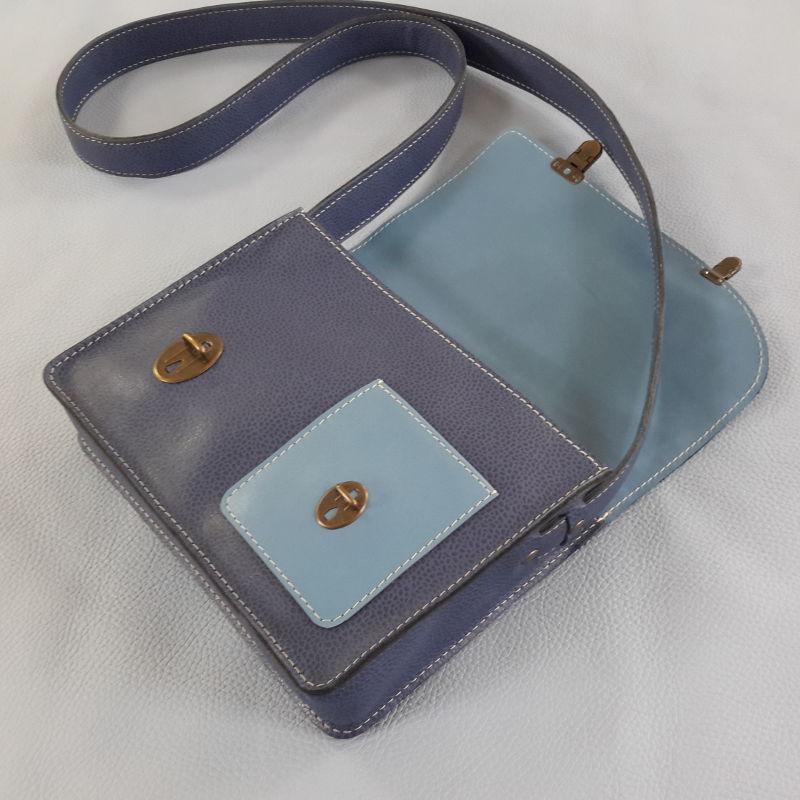 Décalé sac à main cuir bicolore bleu ciel intérieur