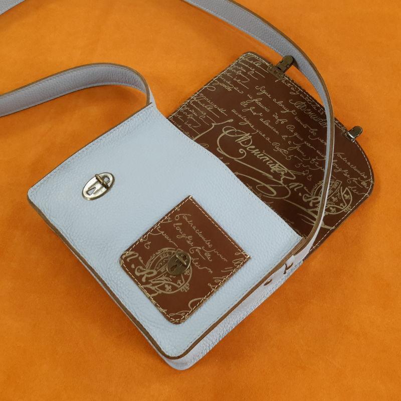 Décalé sac à main cuir bleu ciel et marron imprime intérieur