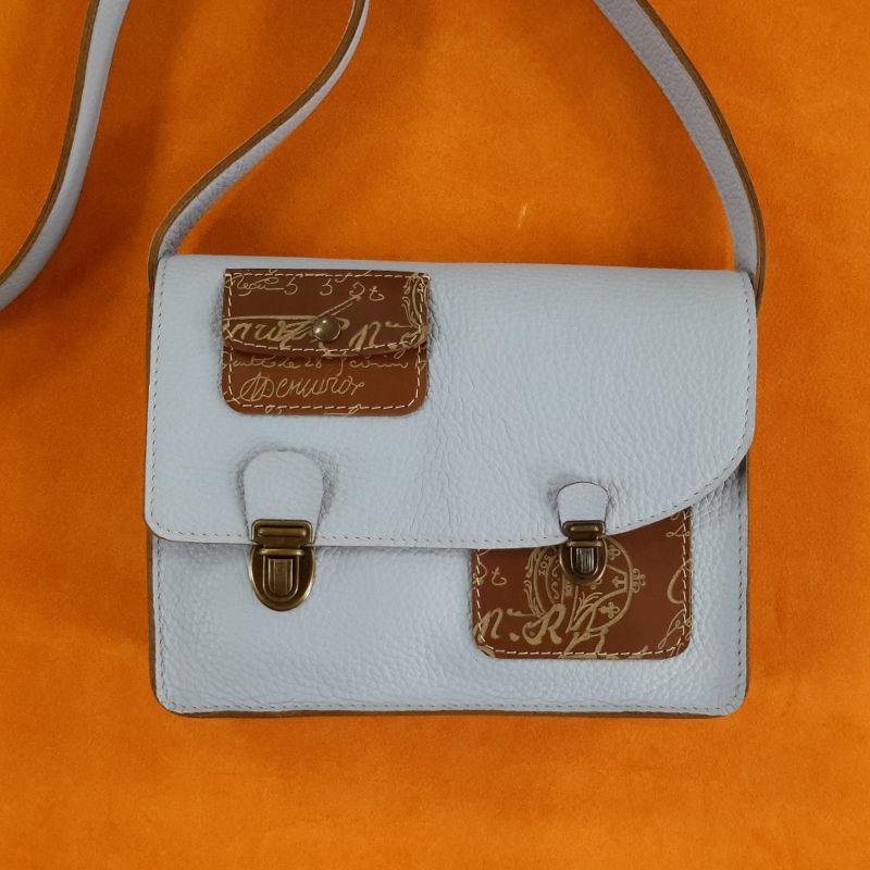 Décalé sac à main cuir bleu ciel et marron imprime