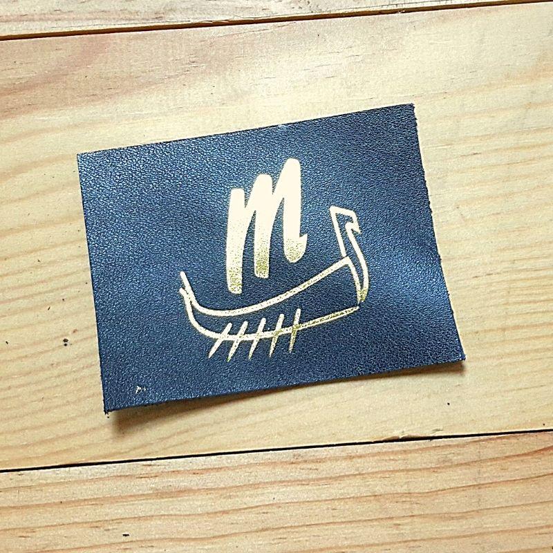 Logo drakkar doré 4cm
