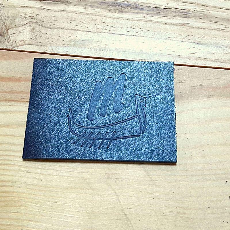 Logo drakkar embossé 4cm