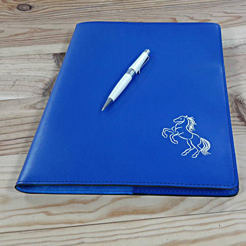 Protege cahier haut de gamme en cuir bleu roi et cheval